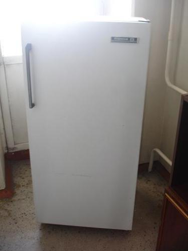 Холодильник б/у,  морозильная камера сверху