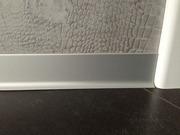 Мы производим анодированный алюминиевый плинтус с размером 6 см и 8 см